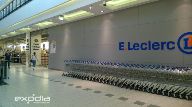 E.Leclerc has many hypermarkets in Poland.