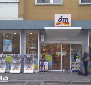 Drogeria dm-drogerie w Niemczech oferuje szeroką gamę kosmetyków.