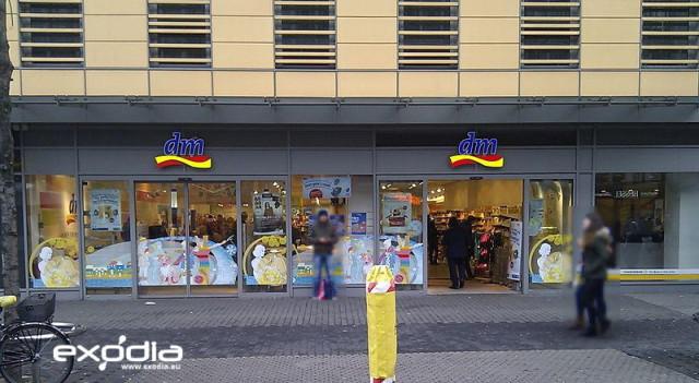 Niemieckie sklepy kosmetyczne dm-drogerie markt to największa sieć drogerii w kraju.
