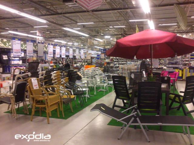 Oferta supermarketów Makro jest szeroka: żywność, tekstylia, odzież, obuwie, ogród itp.