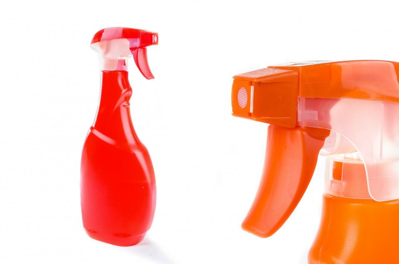 Niemieckie środki czyszczące do kuchni, łazienki, podłóg, odzieży i obuwia